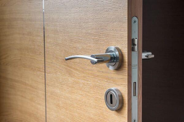 Instalación de puertas blindadas